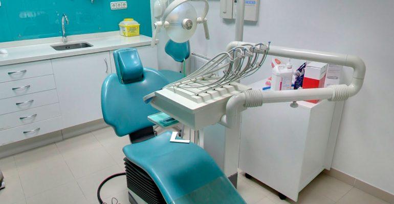 Es-dolorosa-una-limpieza-dental-1920